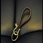 Μπρελόκ κλειδιών με δέρμα και επίχρυσες λεπτομέρειες